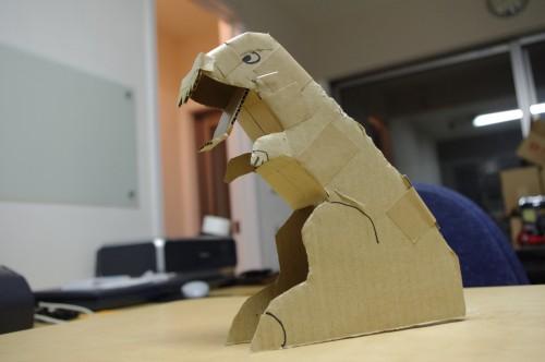 夏休みの自由工作 アイデア貯金箱「恐竜貯金箱試作一号機」