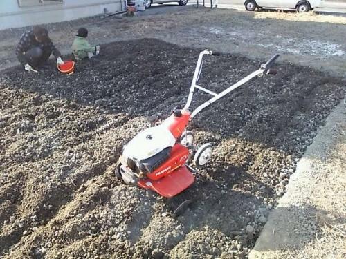 家庭菜園:耕運機で一気に掘り返し!
