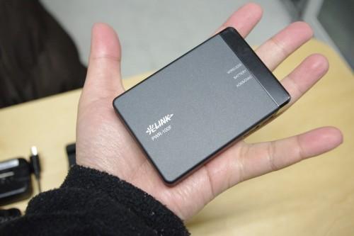 光ポータブルで8円スマートフォン「IS01」を持ち歩く!