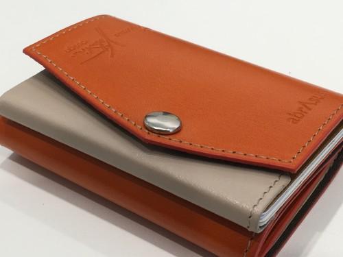 abrAsusの薄い財布ではなく小さい財布に変えてみた
